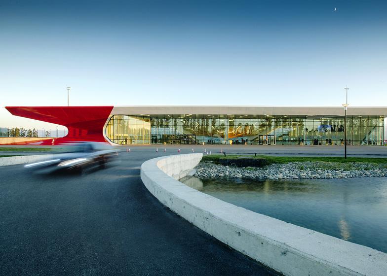 Aeroporto Internazionale a Kutaisi diUNStudio - fonte: dezeen.com