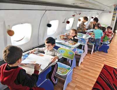 Vecchio aereo trasformato in un'insolita scuola dell'infanzia a Rustavi. Foto: daily-sun.com